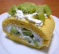 キウイのロールケーキ