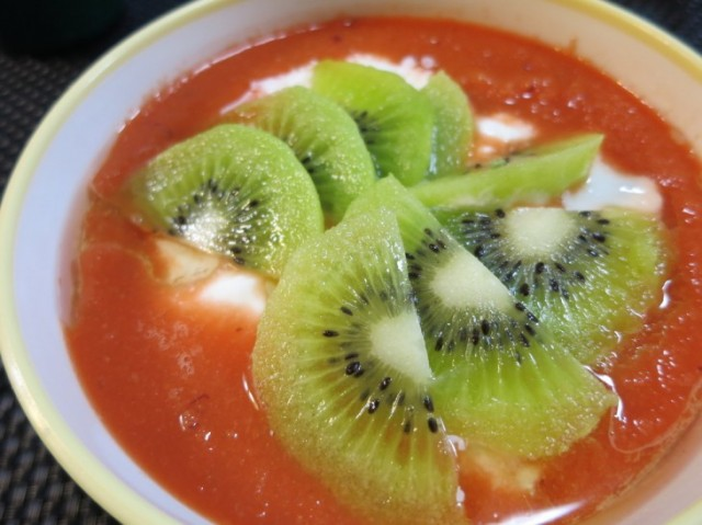 NZ産キウイ&にんじんの食べるジュース