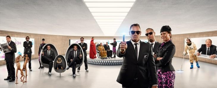 ニュージーランド航空 新作機内安全ビデオ「メン・イン・ブラック×オールブラックス」ver
